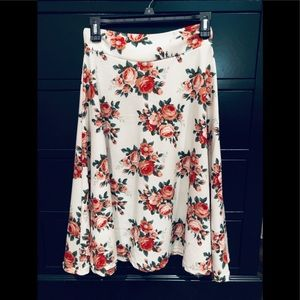 Beautiful slip on skirt in great fabric. Size M